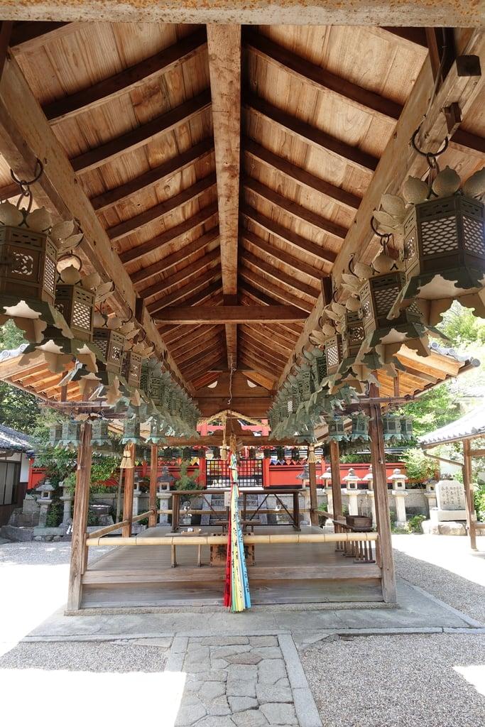 奈良豆比古神社の本殿・本堂(奈良県平城山駅)