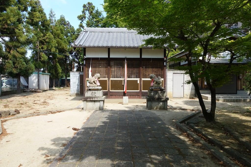 女九神社の本殿