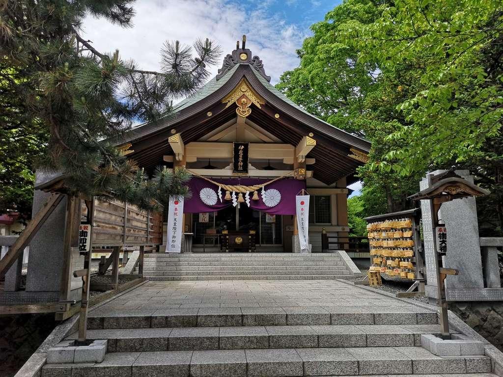 弥彦神社(伊夜日子神社)の本殿