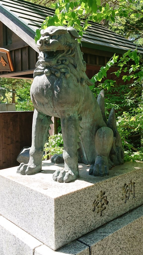 由仁神社の狛犬