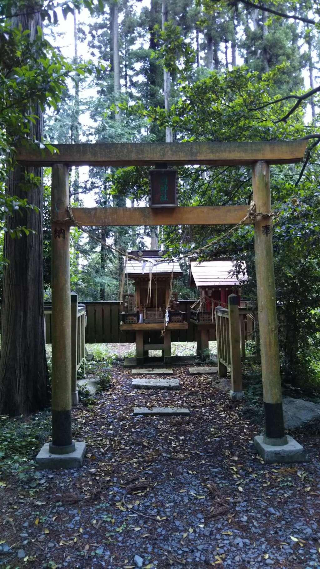 三湯神社の鳥居
