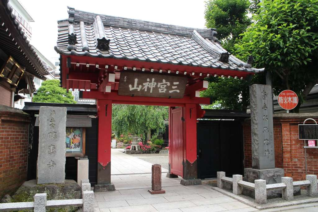 勝専寺の山門
