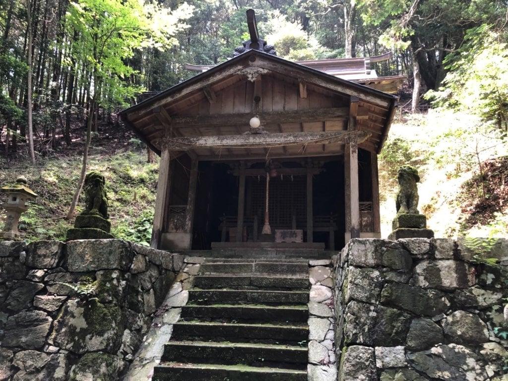 椎村神社の本殿