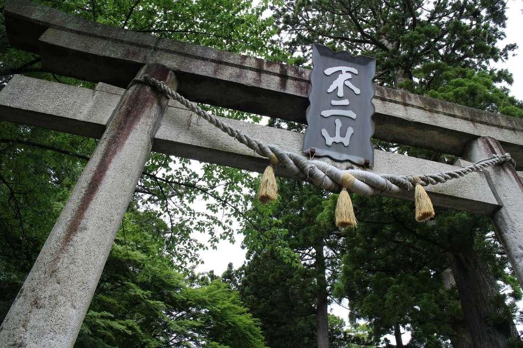 東口本宮冨士浅間神社の鳥居