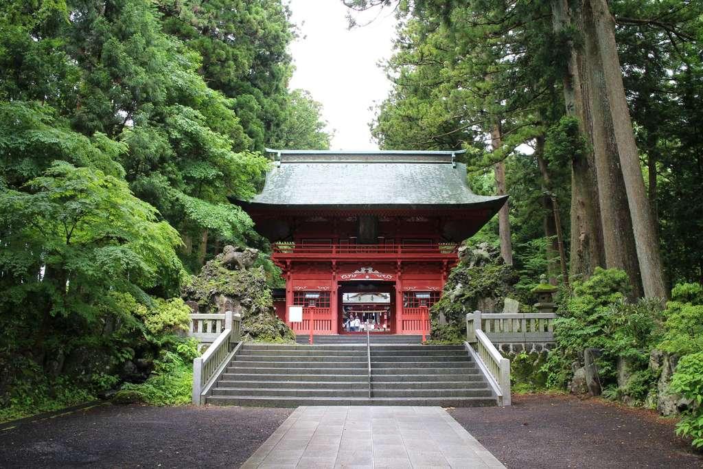 東口本宮冨士浅間神社の山門