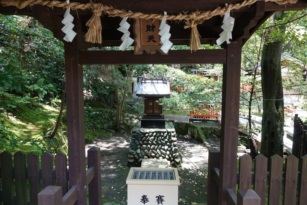 伊射奈岐神社の末社