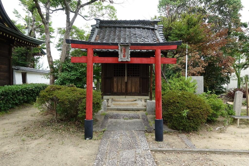甲鉾神社の末社
