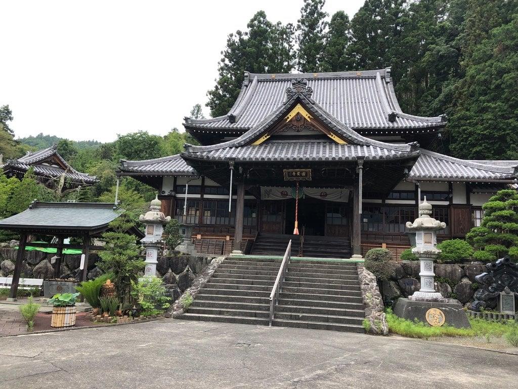 円実寺の本殿