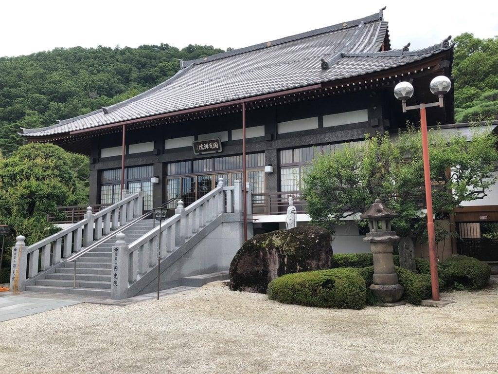 円光院の本殿