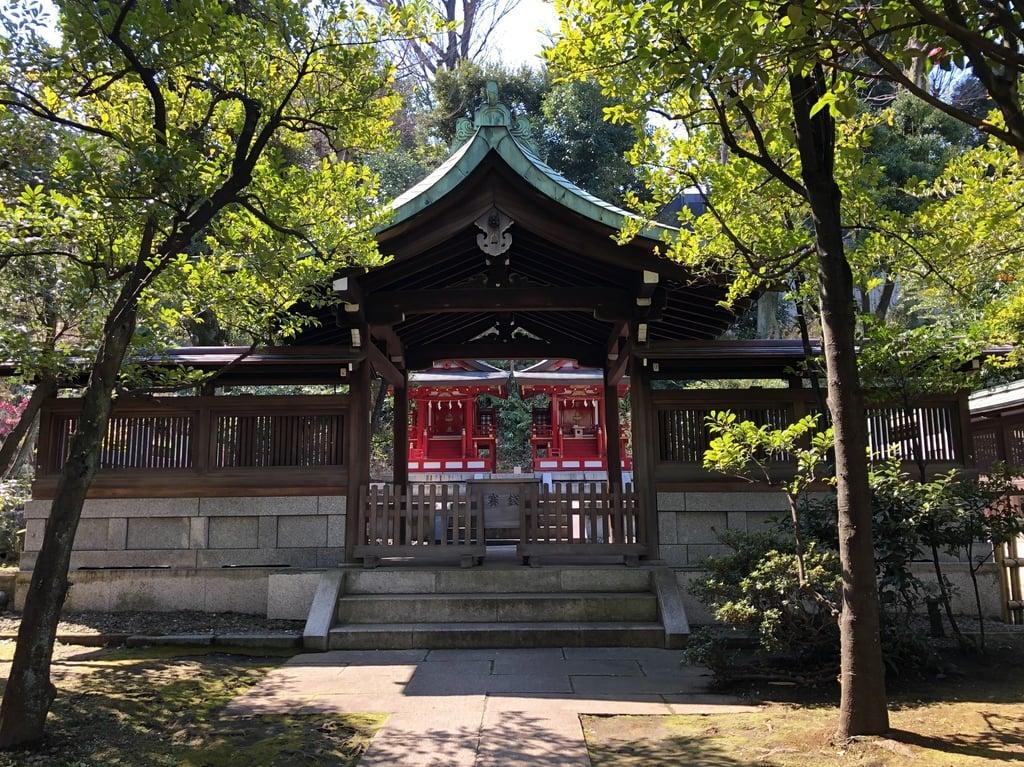 白金氷川神社の本殿