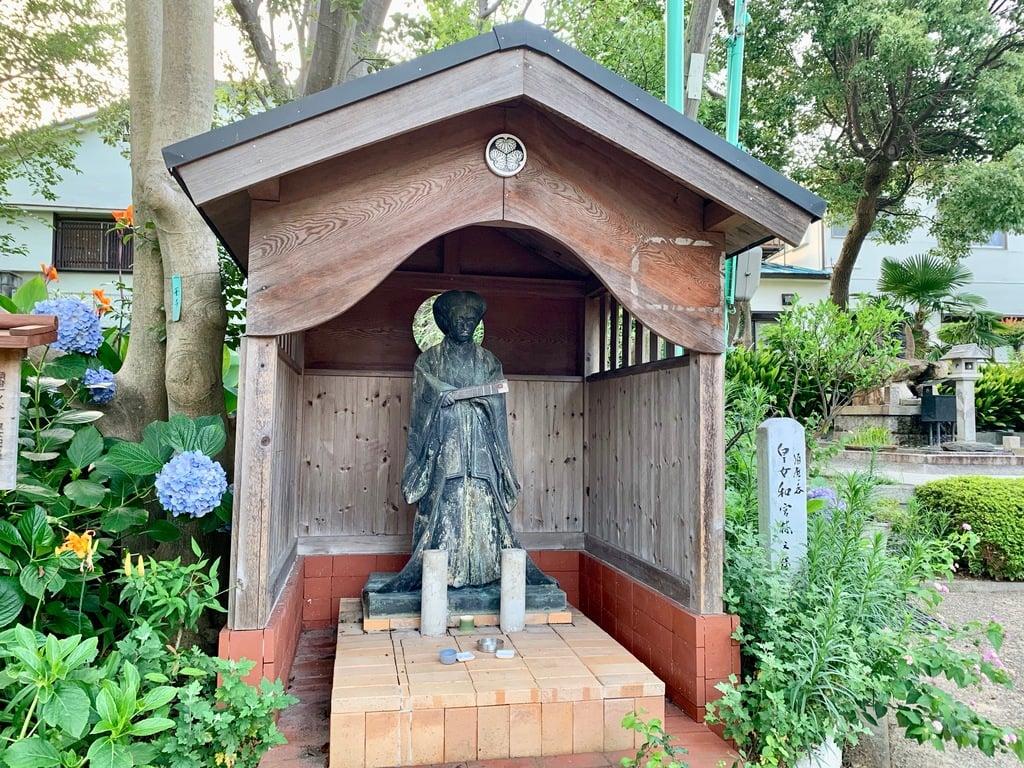 安徳宮の像