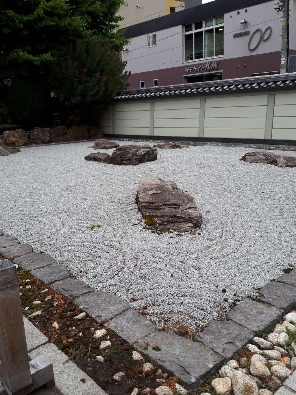新善光寺の庭園