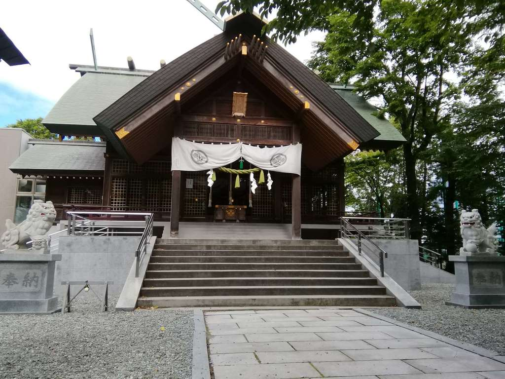信濃神社の本殿