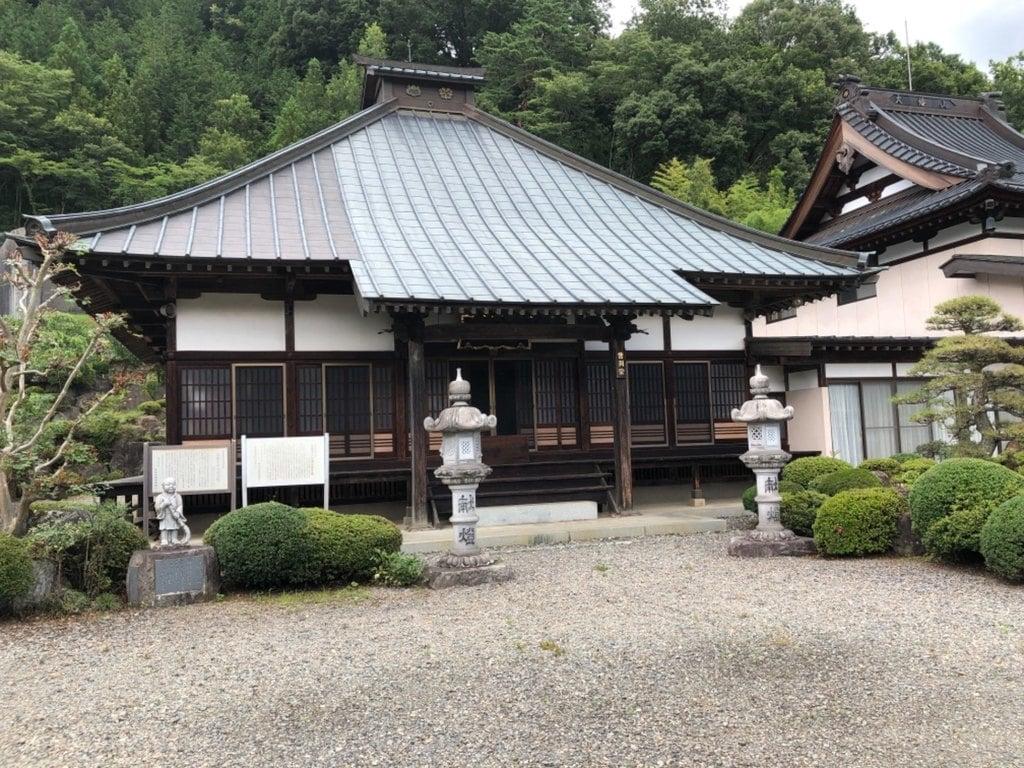 広教寺の本殿