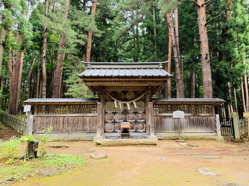 土津神社-こどもと出世の神さま-の山門
