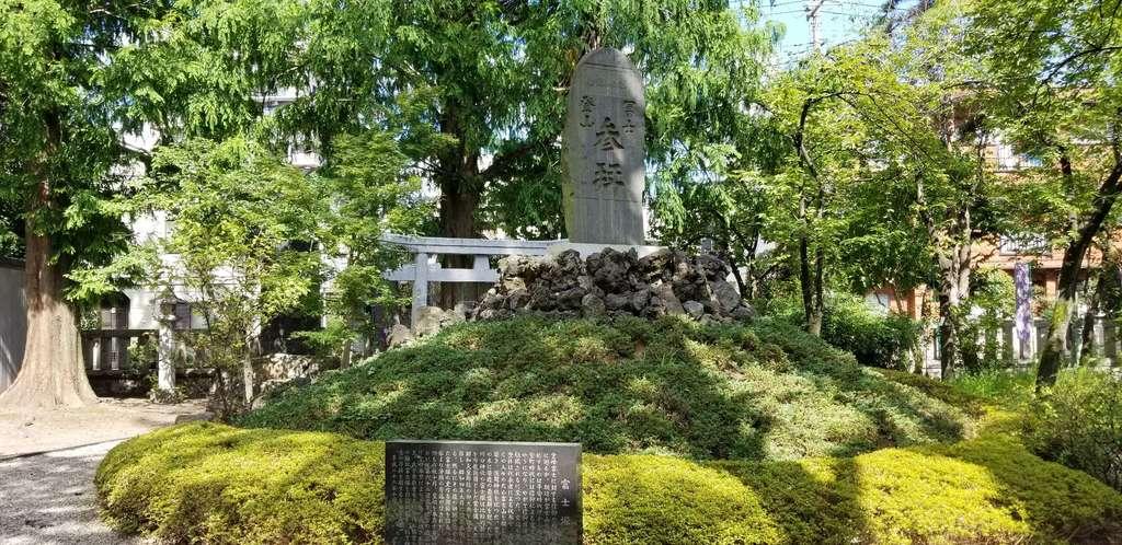 川口神社の庭園