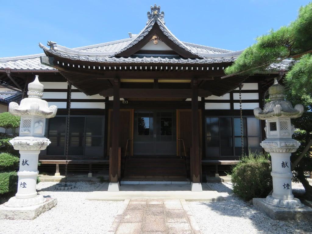 法源寺の本殿