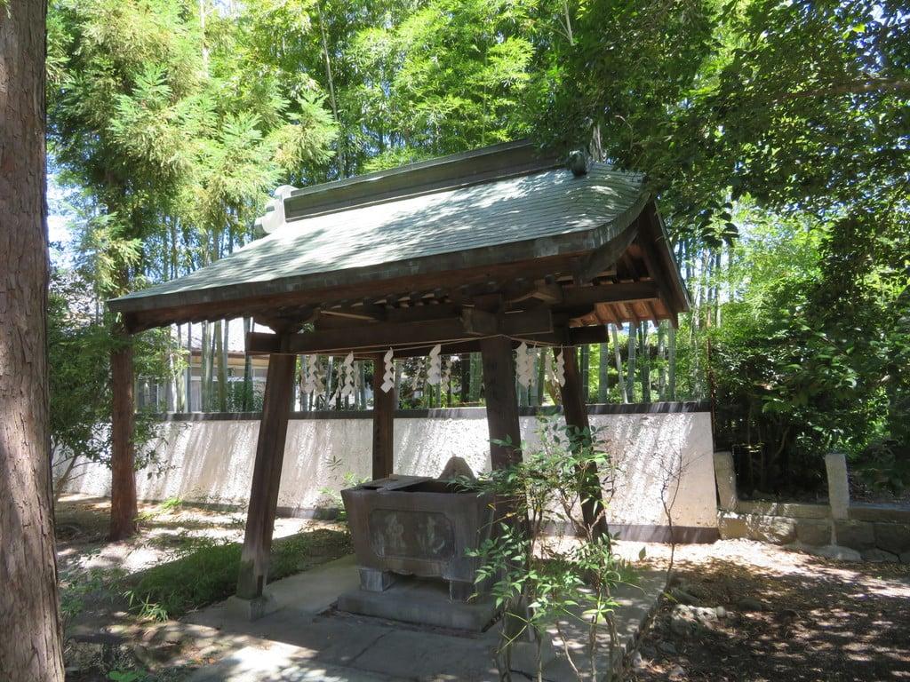 巨摩八幡宮の手水