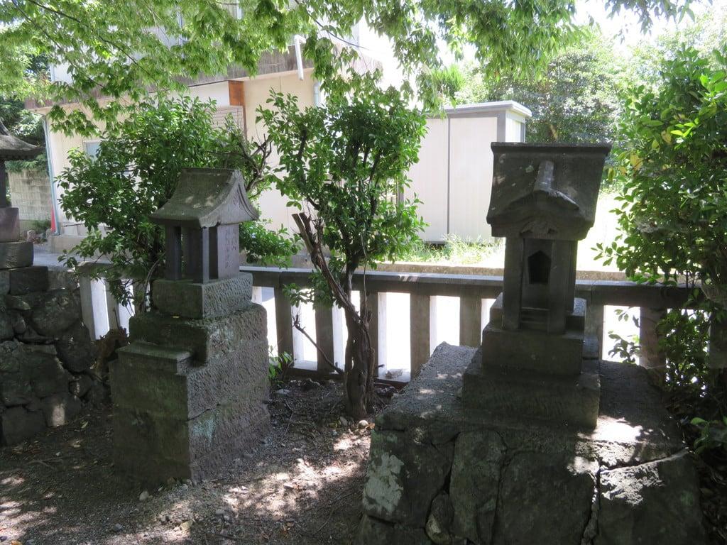 巨摩八幡宮の末社