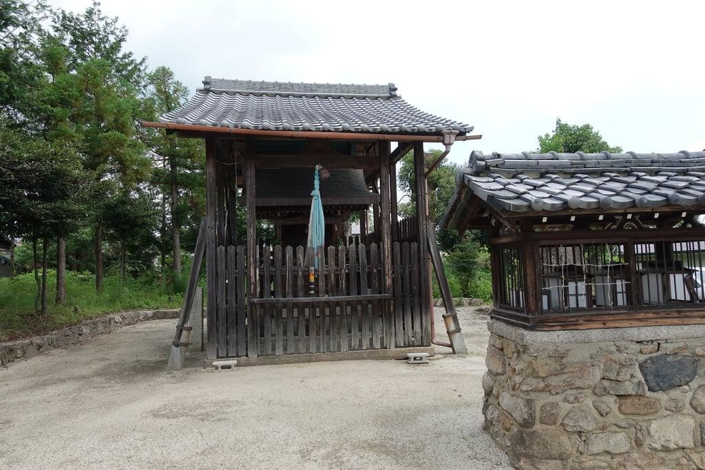 郡園神社の本殿