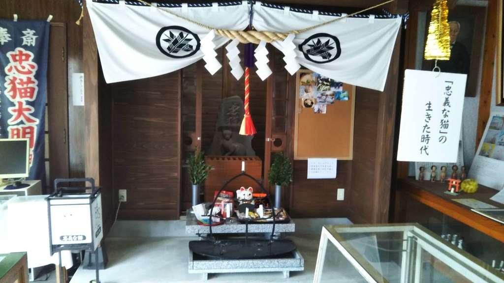 忠猫神社の本殿