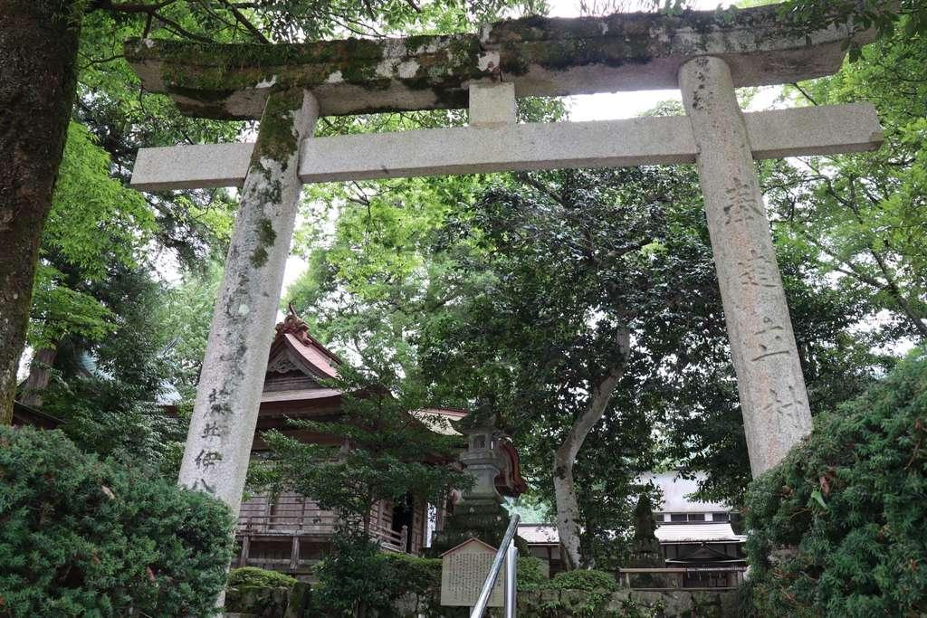 三朝神社の鳥居