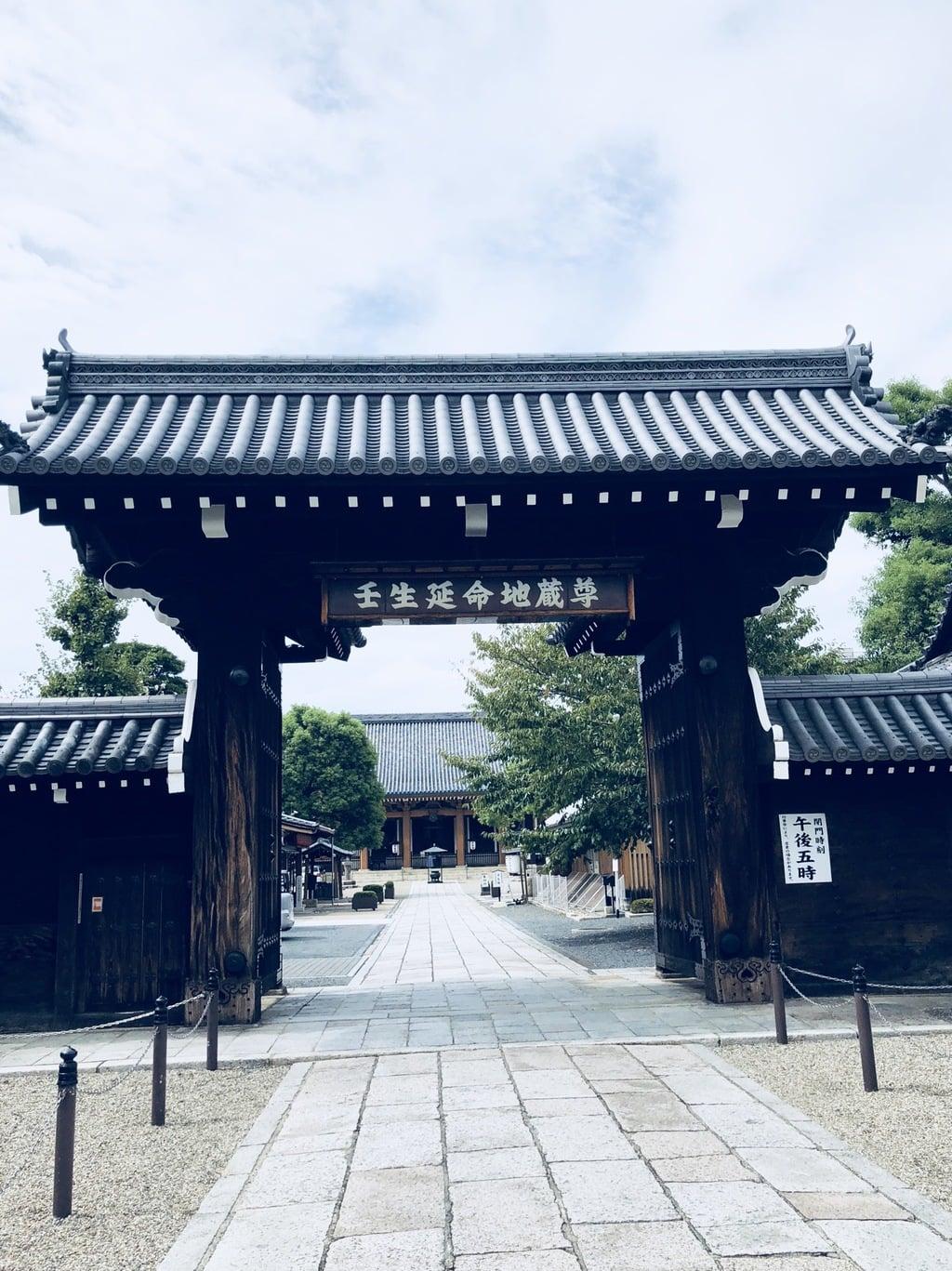 壬生寺の山門