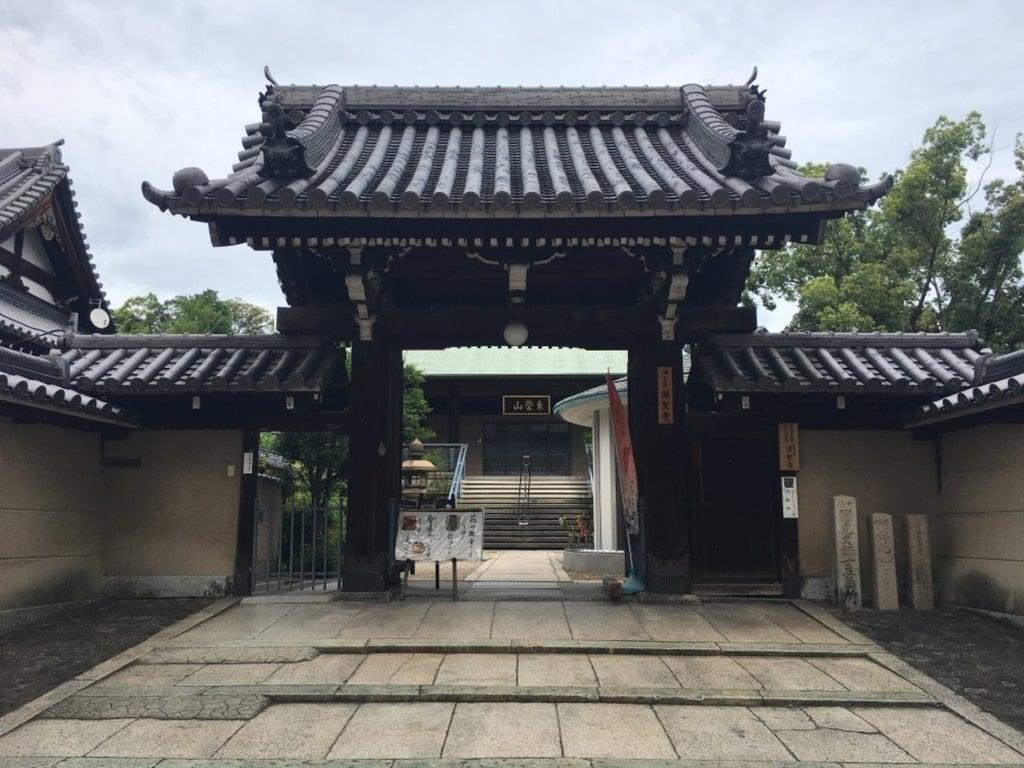 源聖寺の山門