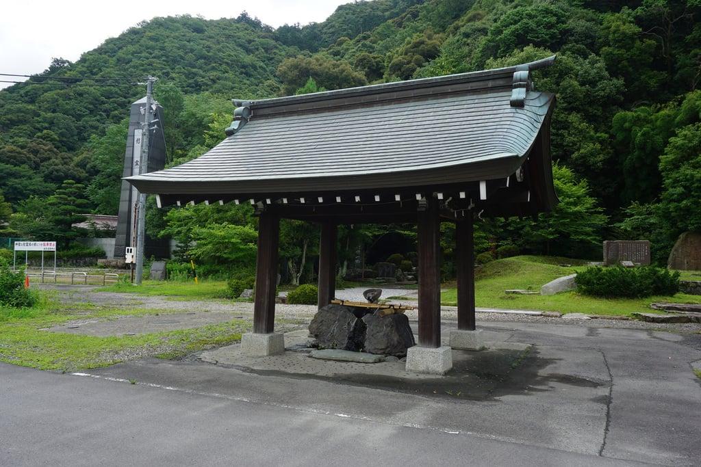 岐阜護国神社の手水