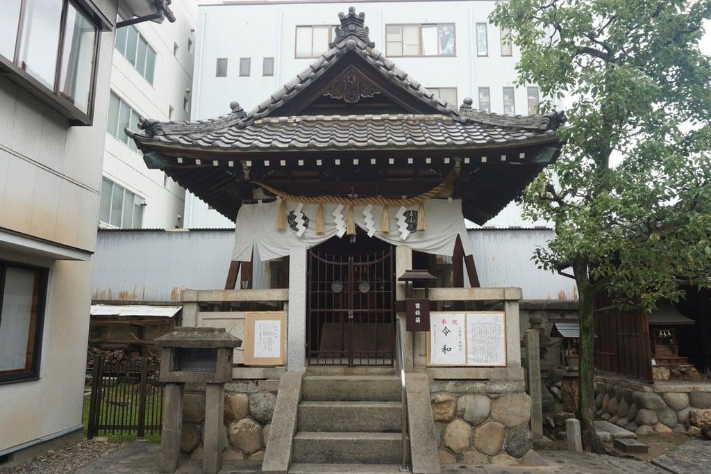 縣神社の本殿