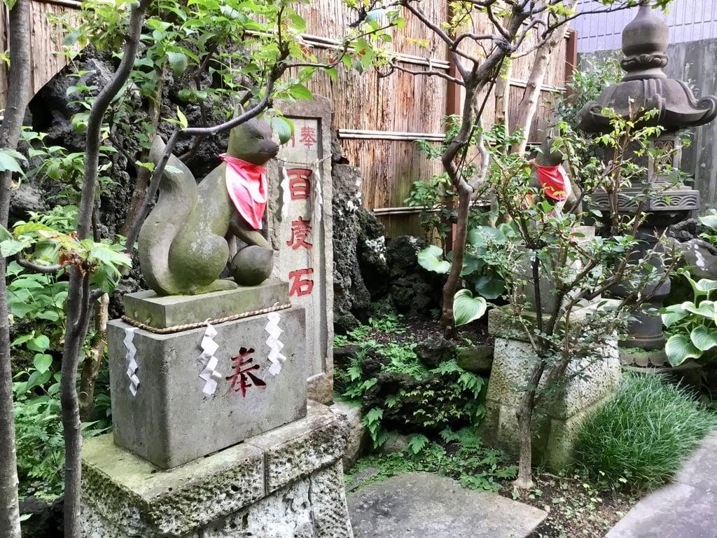 於三稲荷神社の狛犬