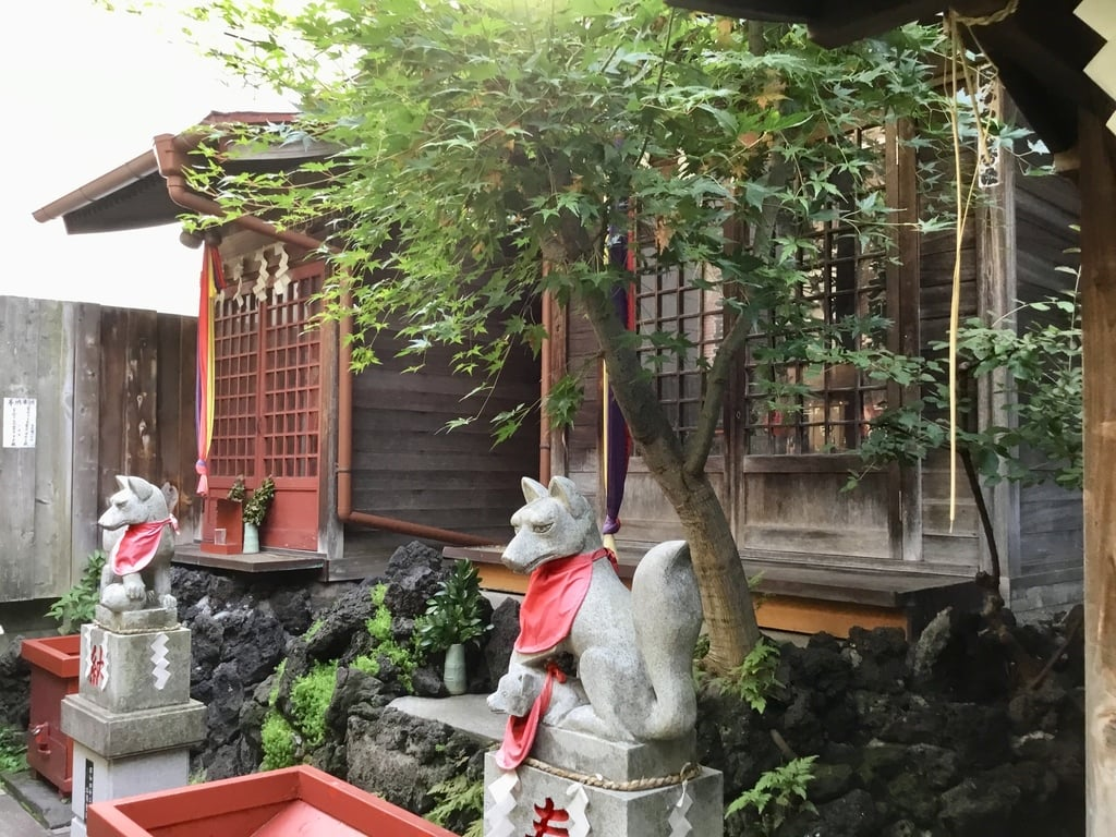 於三稲荷神社の本殿
