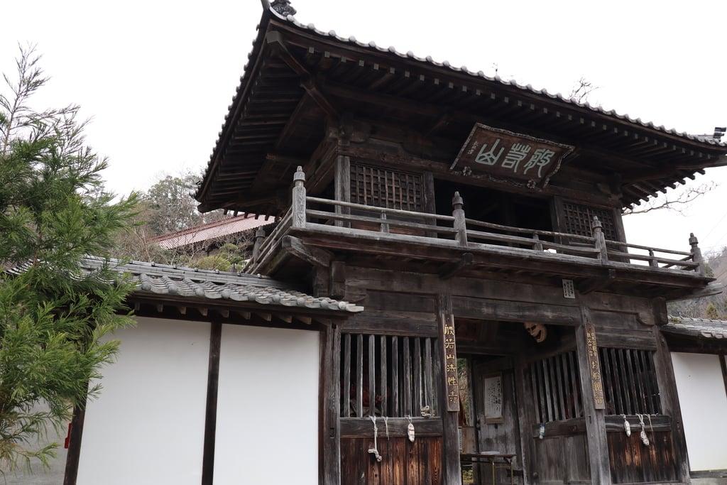 法性寺の山門