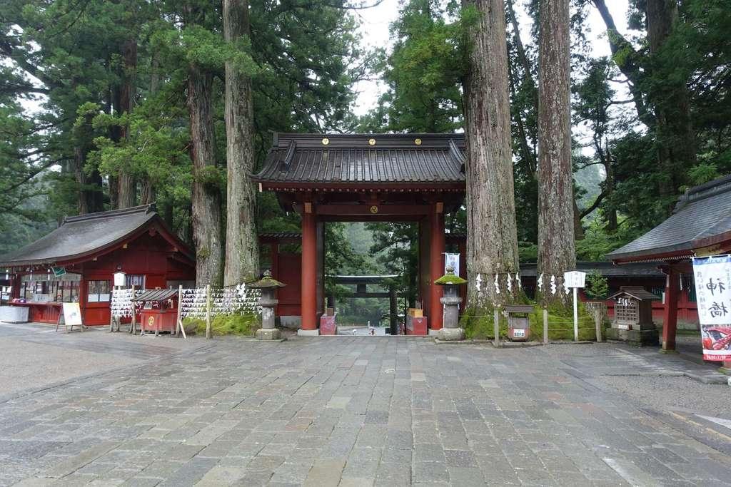 日光二荒山神社の山門