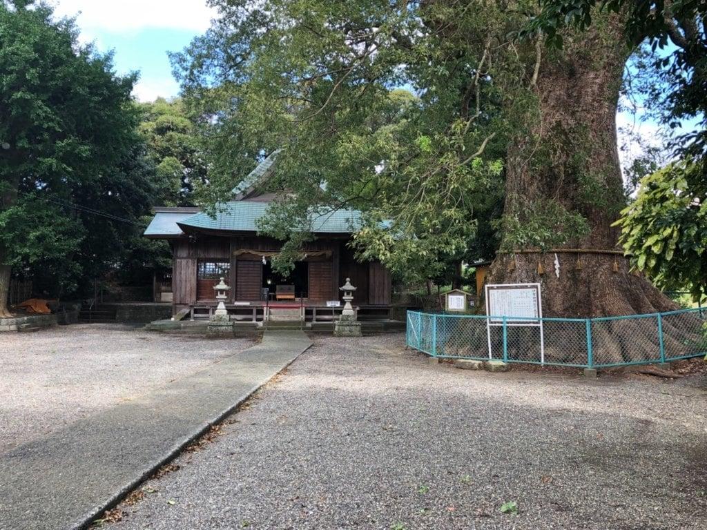 伊勢神明社の庭園