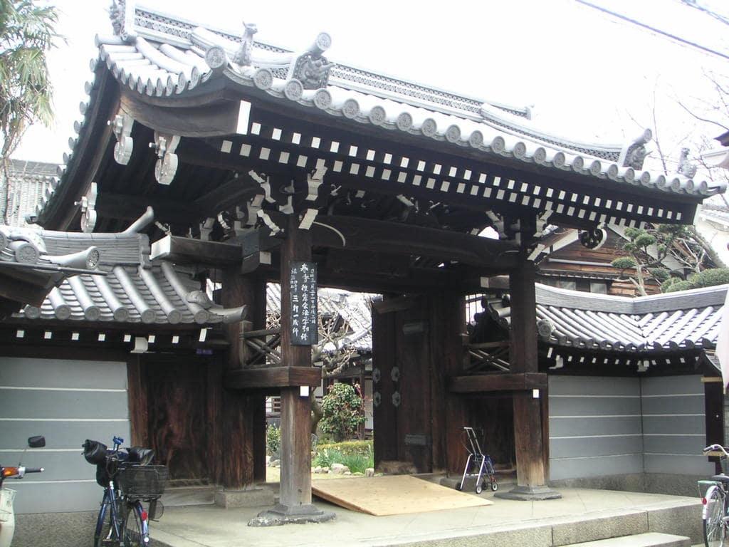南桂寺の山門