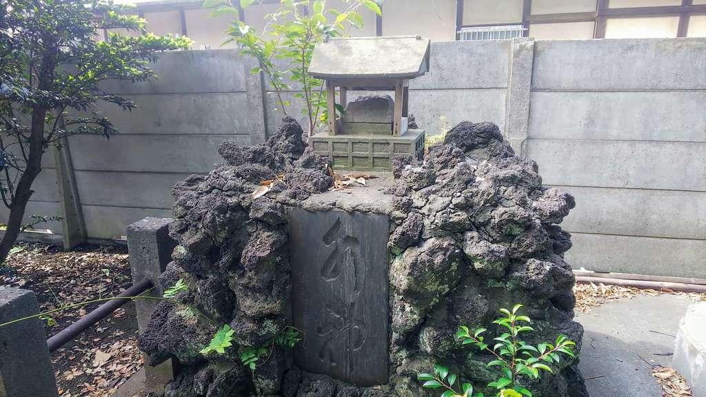 若宮八幡神社の末社