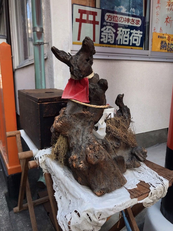 翁稲荷社の像