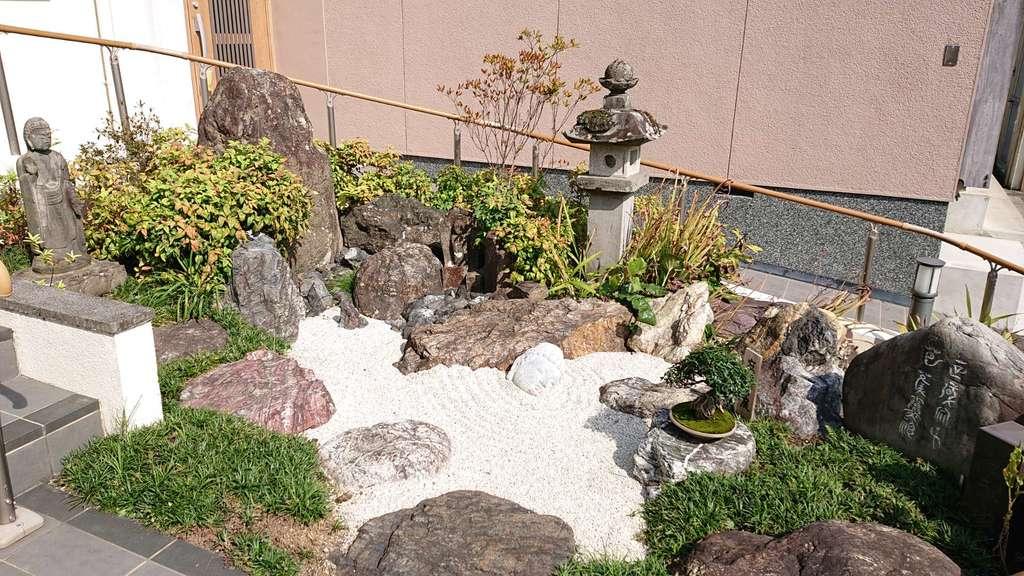 常保寺の庭園