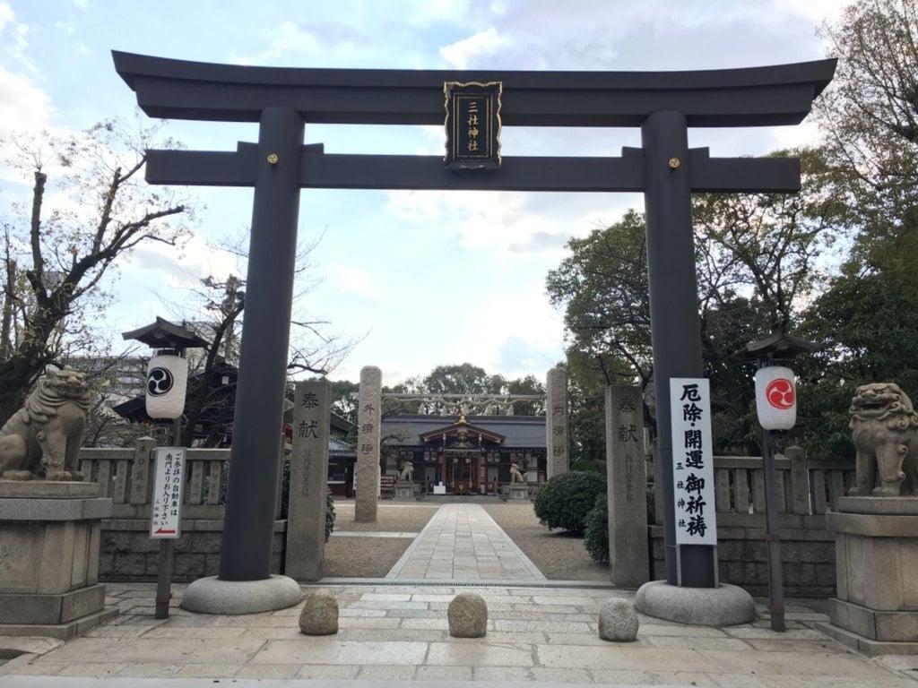 三社神社の鳥居