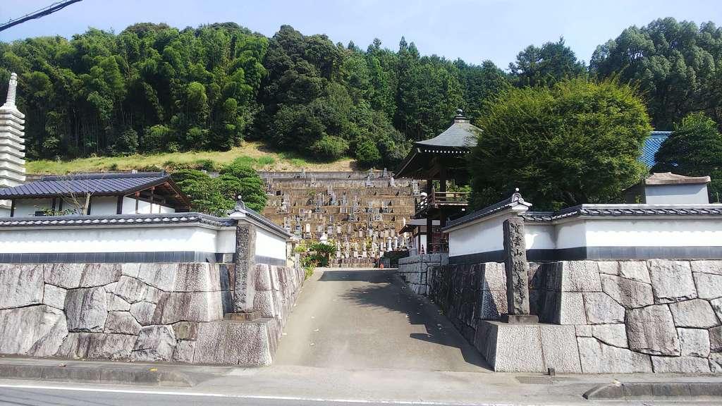瀧泉寺の山門