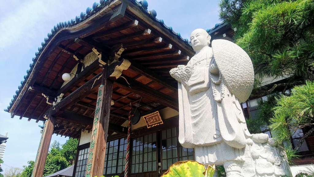 瀧泉寺の本殿