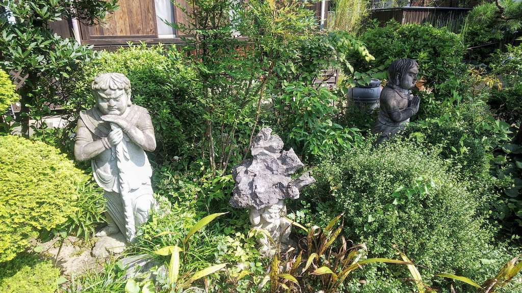 瀧泉寺の像