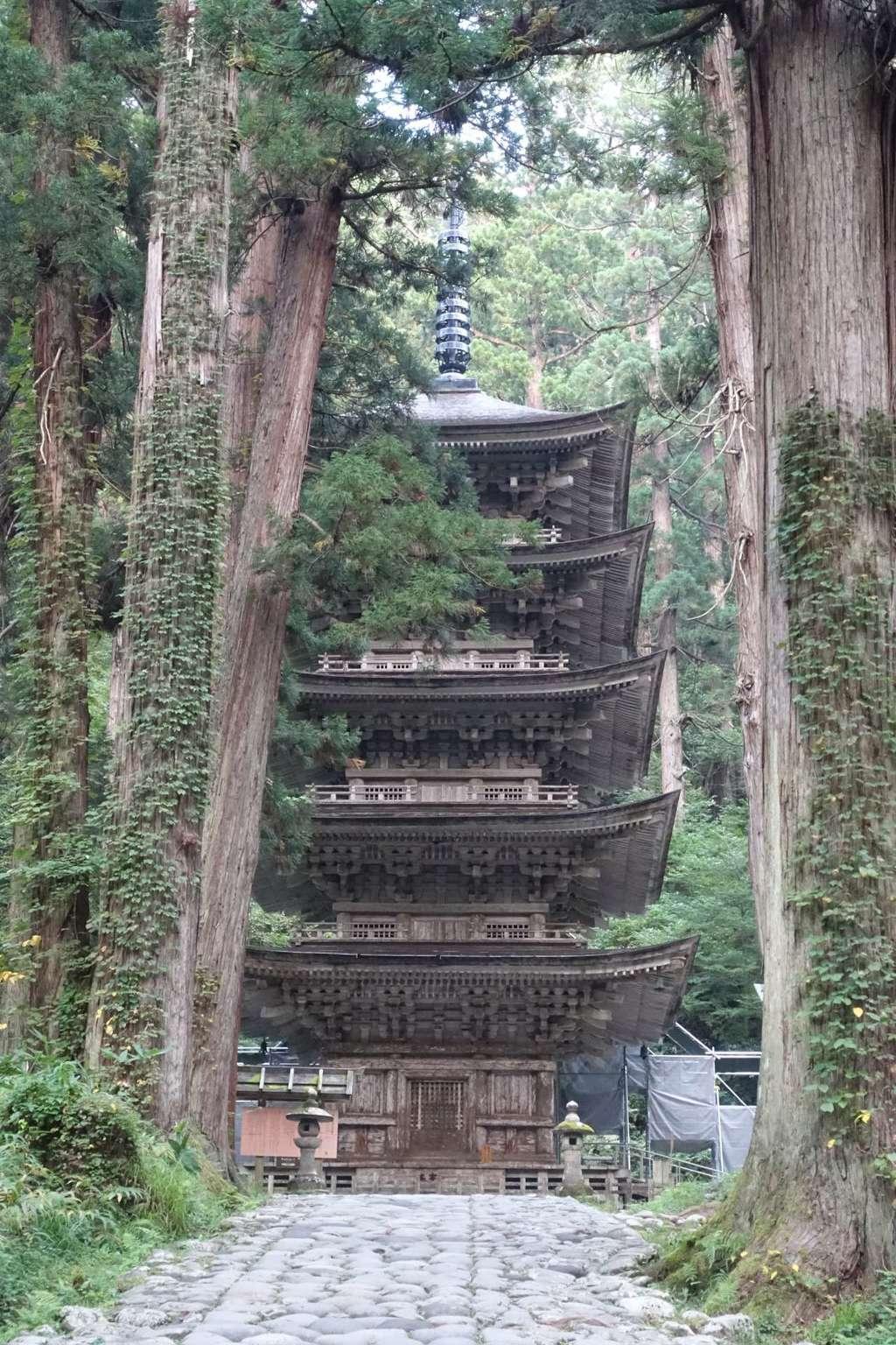 出羽三山神社  羽黒山三神合祭殿の塔