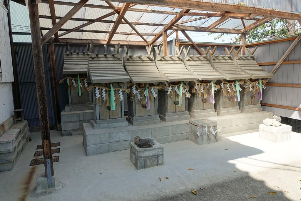 市軸稲荷神社の末社