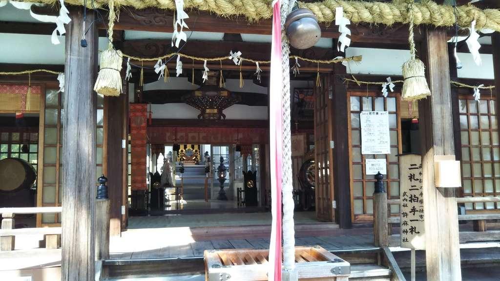 許麻神社の本殿