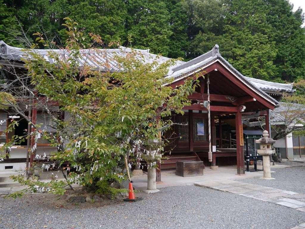 安岡寺の本殿