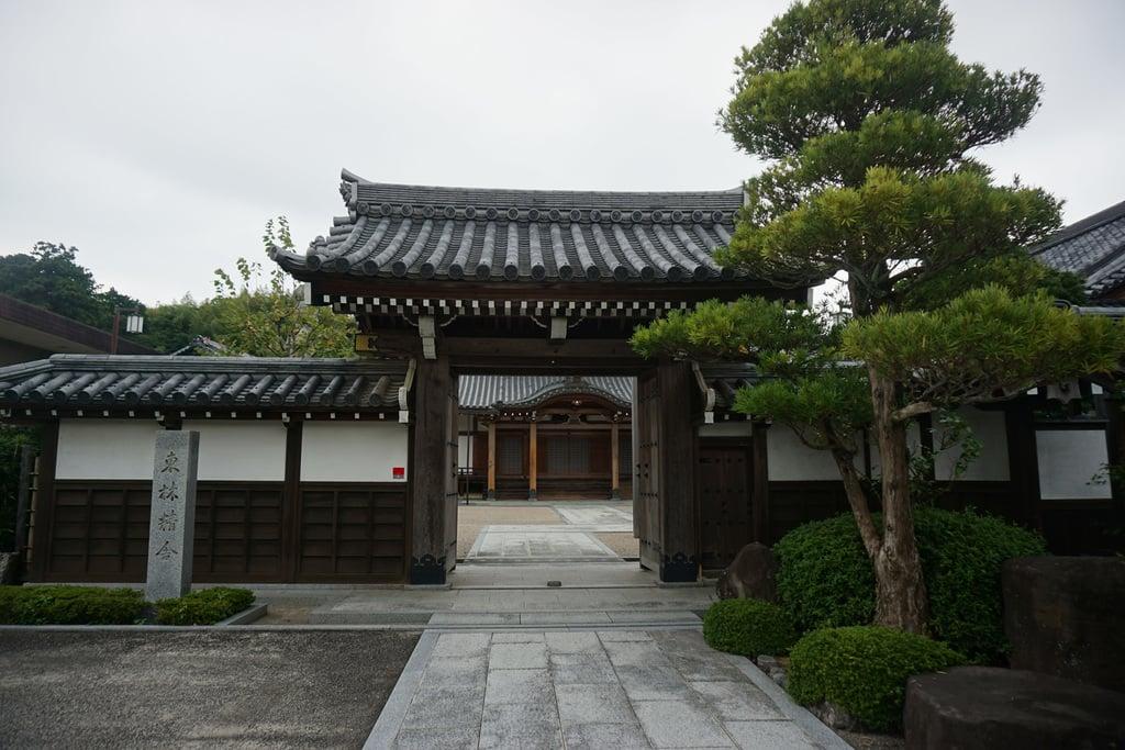 東林寺の山門