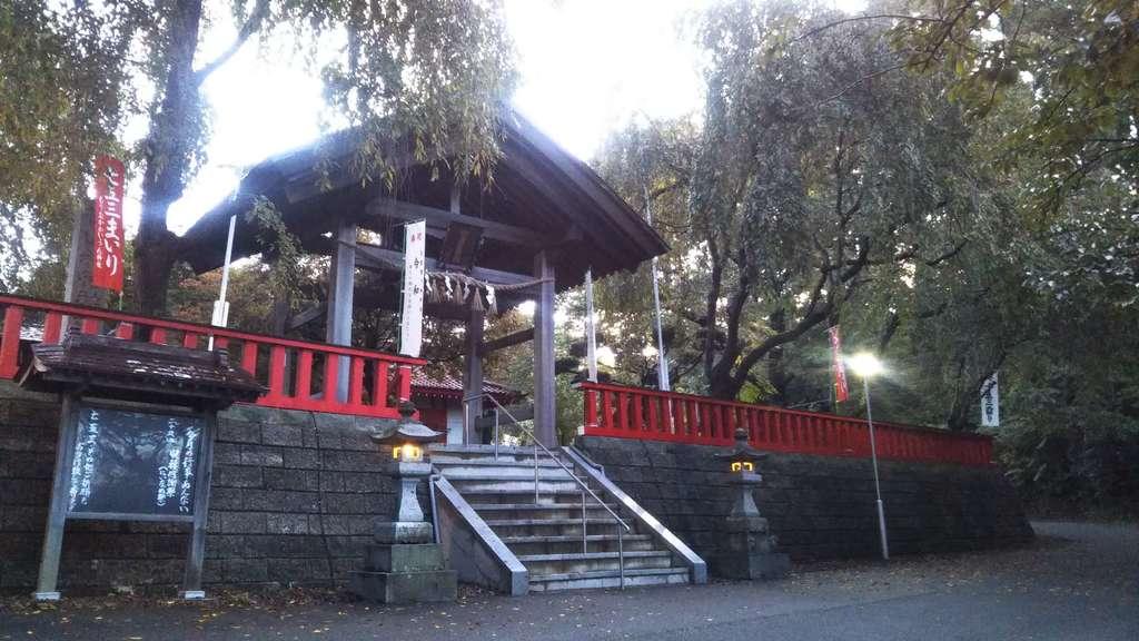 榊山稲荷神社の山門