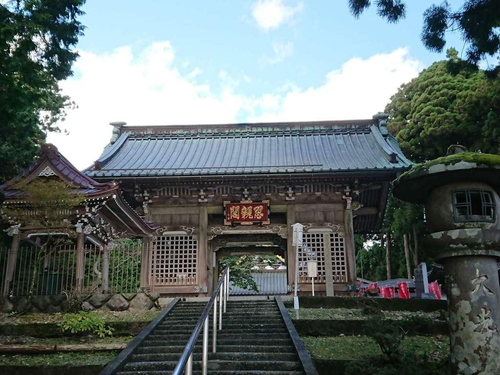 久遠寺の山門